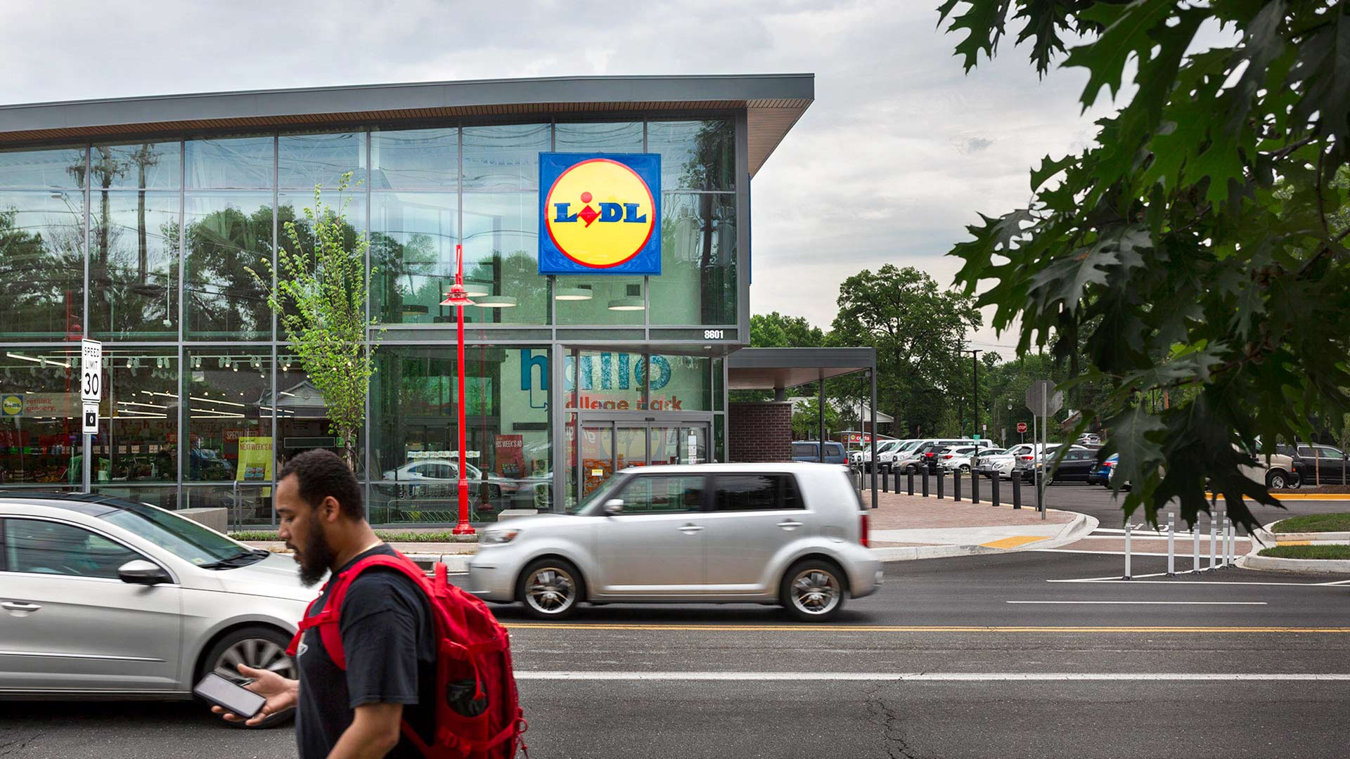 Lidl opens a 36,000-square-foot store in Greater College Park today with a 7:40 a.m. ribbon-cutting. (Photos by Stephanie S. Cordle)